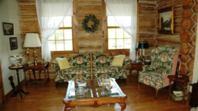 Countryside Log Home Is Private and Pet Friendly & Just Out Of Sister Bay!